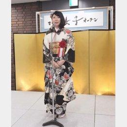 着物姿の西山朋佳女王(撮影・田丸昇)