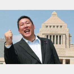 1日、初登院したNHKから国民を守る党の立花孝志参院議員(C)日刊ゲンダイ