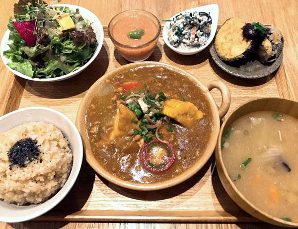 「実身美の日替わり玄米定食」(C)日刊ゲンダイ