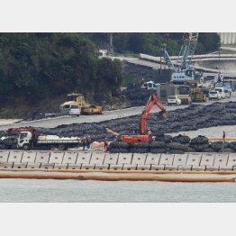 約10億円の森友問題を上回る沖縄辺野古のデタラメ工事は2・5兆円に上る見込み(C)共同通信社