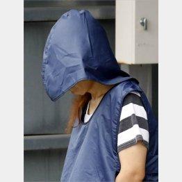 送検のため茨城県警取手署を出る喜本容疑者(C)共同通信社