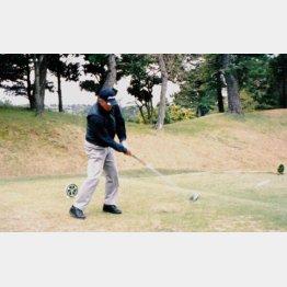 ゴルフ歴30年、ベストスコア76の室伏重信さん(提供写真)
