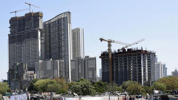 脱中国で脚光(多くの高層ビルの建設が進むインド・ムンバイ)/(C)共同通信社