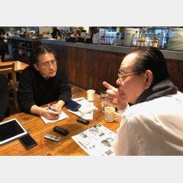 野田義治(右)と本橋信宏(C)日刊ゲンダイ