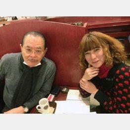 野田義治会長(左)とタブレット純(C)日刊ゲンダイ