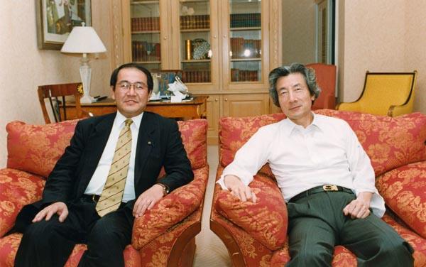 小泉さんとツーショット(提供写真)