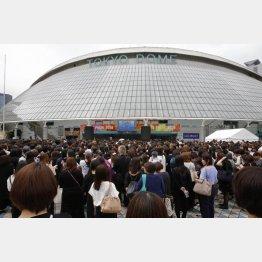 「ジャニー喜多川さんお別れの会」に集った多くのファン(C)日刊ゲンダイ