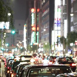 居酒屋、ホテル、タクシー…日付をまたいだら税率どうなる