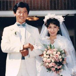 俳優・寺泉憲さん 水谷豊&伊藤蘭の結婚で話題になった1枚