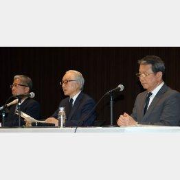 不適切販売について会見をした(左から)横山氏、長門氏、植平氏(C)日刊ゲンダイ