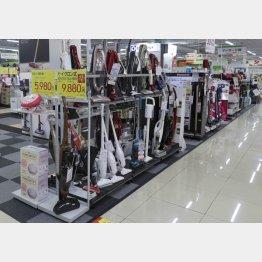 スティック型掃除機が人気(C)日刊ゲンダイ
