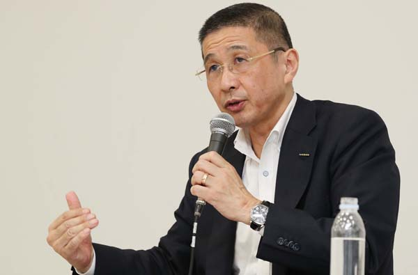 9日夜、辞任を決め、会見する日産自動車の西川広人社長兼CEO(C)日刊ゲンダイ