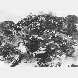 硫黄島に上陸、日本軍と一進一退の激戦を繰り広げる米軍上陸部隊(1945年2月19日=米軍提供)/(C)共同通信社