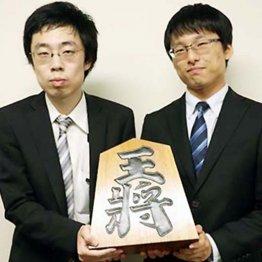 将棋サロンで仲間の昇段を祝福していた渡辺三段のプロ入り