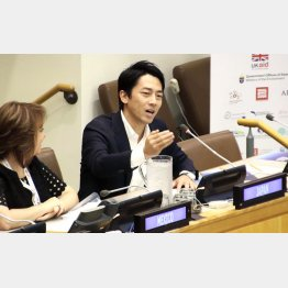 国連本部での環境関連会合でスピーチする小泉環境相(ニューヨーク)/(C)共同通信社