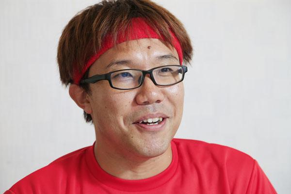 「せやろがいおじさん」こと、お笑いコンビ「リップサービス」の榎森耕助さん(C)日刊ゲンダイ