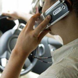 「ながら運転」罰則強化…スマホ画面を見るだけでも摘発?