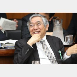 6年かけても景気回復は1ミリも進まず(日銀の黒田総裁)/(C)日刊ゲンダイ