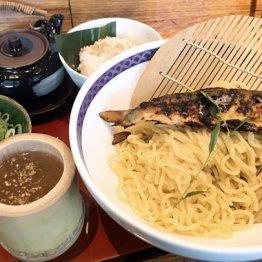 鮎ラーメン(二子玉川)インパクトと旨味とビタミンに満足
