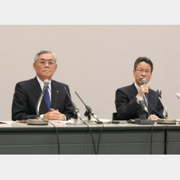 被害者ヅラ(左から、関電の八木会長と岩根社長)(C)日刊ゲンダイ