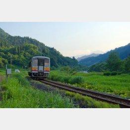 景色が美しいJR大糸線の南小谷駅付近(提供写真)