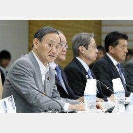 サイバーセキュリティ戦略本部の会合であいさつする菅官房長官(C)共同通信社