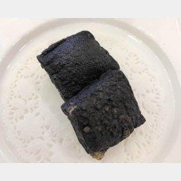黒い臭豆腐。これが食べたかった(C)日刊ゲンダイ