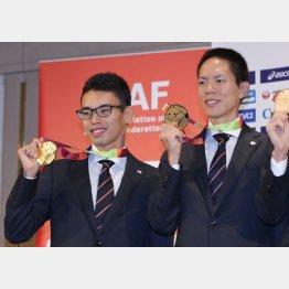 金メダルを見せる50キロの鈴木雄介(右)と20キロの山西利和は「ダメージが大きい」と(C)日刊ゲンダイ