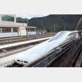 試乗会で公開されたリニア中央新幹線の試験車両(C)日刊ゲンダイ