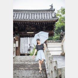 映画「時をかける少女」の階段で(C)日刊ゲンダイ