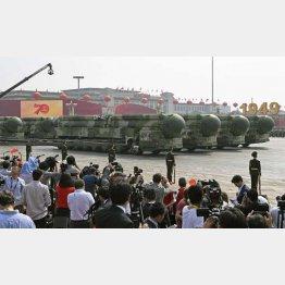 10月1日の軍事パレード(C)共同通信社