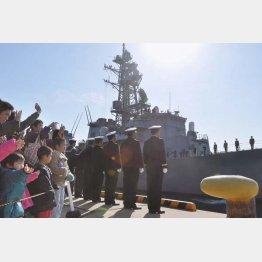 海外派遣が当たり前のようになっていく自衛隊(ソマリア沖に向かう海上自衛隊の護衛艦)/(C)共同通信社