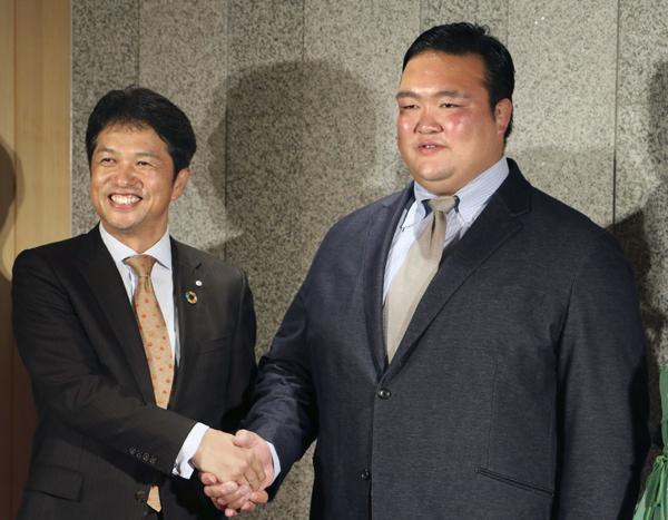 茨城県の大井川知事(左)も心配している?(C)共同通信社