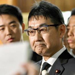 """河井法相も辞任…窮地の""""親分""""菅氏に安倍首相ニンマリ"""