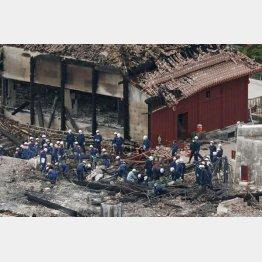 首里城で行われた、沖縄県警や消防による実況見分(C)共同通信社