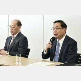 三井E&Sホールディングスの田中孝雄会長(左)と岡良一社長(C)共同通信社