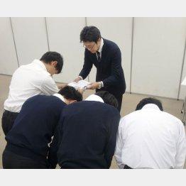 2020年度大学入学共通テスト実施中止を求める署名が高校生によって集められた(7日)/(C)共同通信社