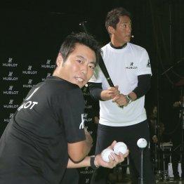 チャリティーイベントを行った上原氏(左)と長嶋氏(C)日刊ゲンダイ