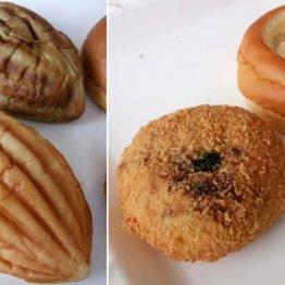 人気商品の牛すじぼっかけパン(右手前)とシャーベットクリーム(右奥)、メロンパン(左)/