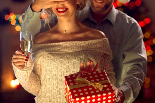 彼氏からのクリスマスプレゼントは女性にとっては重要