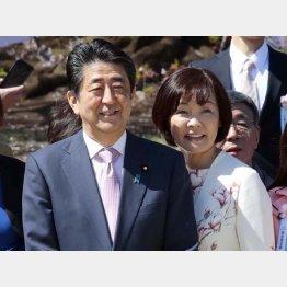 夕食会もおもてなし(安倍首相と昭恵夫人)/(C)日刊ゲンダイ