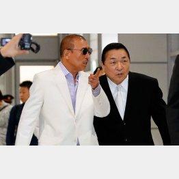 司忍6代目山口組長(左)と橋本弘文前統括委員長(C)日刊ゲンダイ