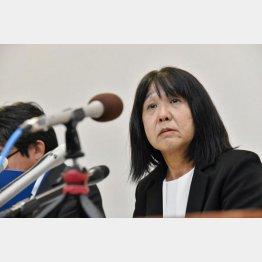 10月9日、市立東須磨小の教諭いじめ問題で、記者会見する仁王美貴校長(C)共同通信社
