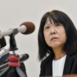 10月9日、市立東須磨小の教諭いじめ問題で、記者会見する仁王美貴校長