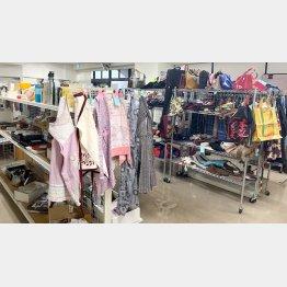 日用雑貨から洋服、着物まで品揃えは豊富(C)日刊ゲンダイ