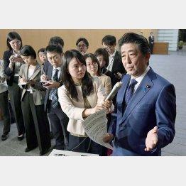 安倍首相の説明はウソばかり(C)共同通信社