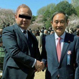 桜を見る会で反社と撮影…闇営業より悪質も菅氏は開き直り