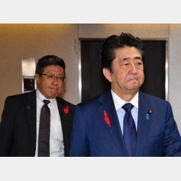 安倍首相と今井秘書官(C)日刊ゲンダイ