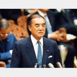 現職総理だった86年2月に国会で追及された(C)日刊ゲンダイ