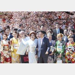 """桜を見る会の""""前夜祭""""に関連する記載はないがー(C)日刊ゲンダイ"""